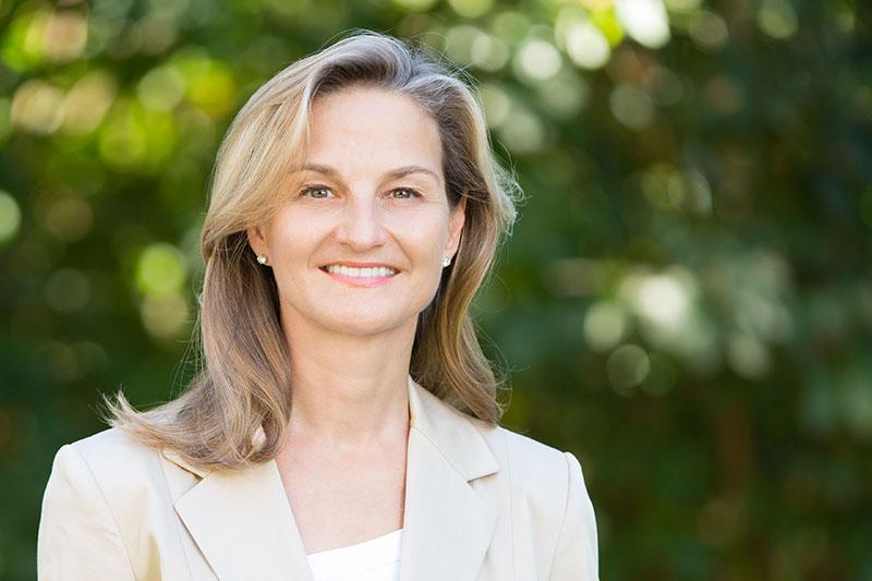 Portrait Landtagskandidatin Patricia Peill