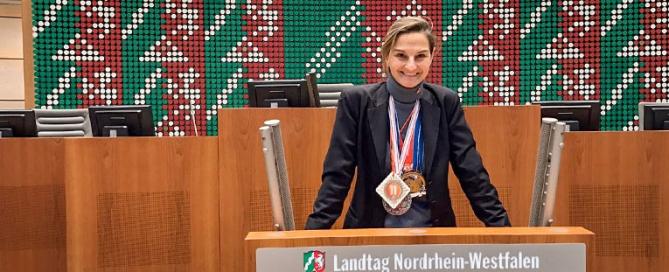 Patricia Peill beim närrischen Landtag NRW am Rednerpult