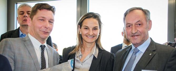 Patricia Peill mit Bürgermeister Axel Fuchs und Josef Wirtz MdL beim DLR Synlight in Jülich