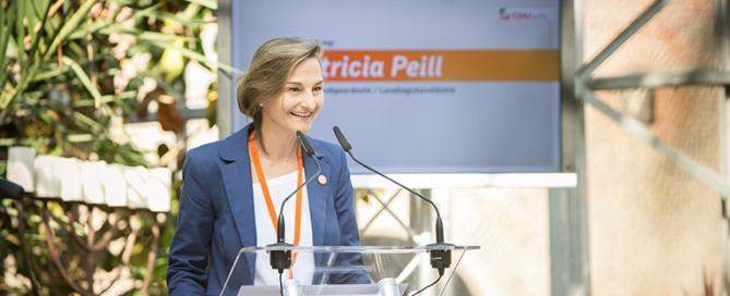 Patricia Peill in der Jülicher Blumenhalle des Brückenkopf-Park