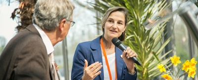 Wolfgang Bosbach mit Patricia Peill in der Jülicher Blumenhalle des Brückenkopf-Park
