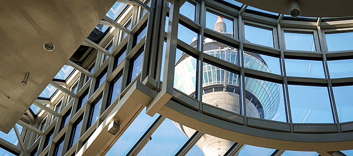 Düsseldorf Landtag NRW Ausblick Rheinturm Fernsehturm