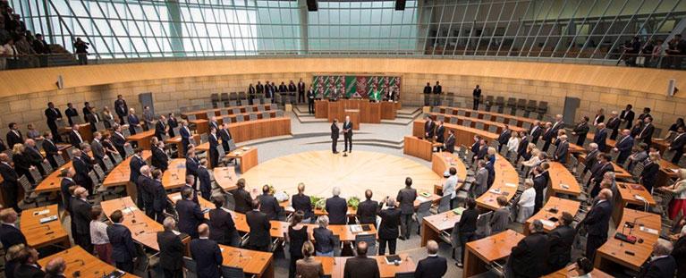 Amtseid Laschet vor Plenum NRW Landtag