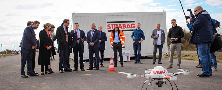 Digitalisierung der Bauprozesse mit Minister Wüst und Patricia Peill an STRABAG-Baustelle B56n