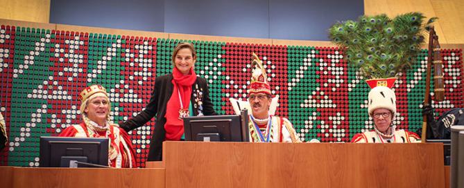 Prinz Karneval und Landtagspräsident. Patricia Peill macht es möglich.