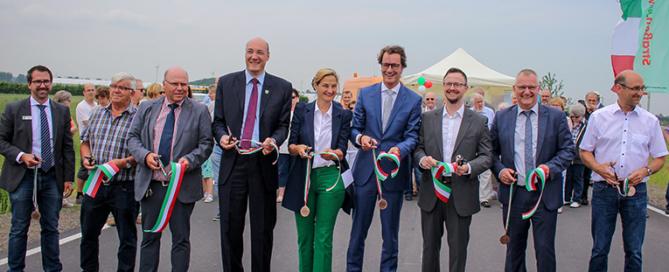 Bürgermeister Timo Czech, NRW Landtagsabgeordnete Patricia Peill und NRW Verkehrsminister Hendrik Wüst in Frauwüllesheim