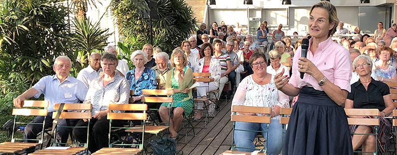 Beim Festakt in der Blumenhalle des Brückenkopf-Parks Jülich. Foto: Sonja Assmann.
