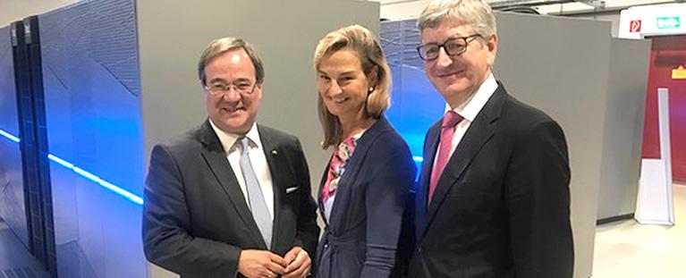 Einweihnung von JUWELS mit Ministerpräsident Armin Laschet (l) und FZJ-Vorstandsvorsitzendem Prof. Marquardt. Foto: PPP