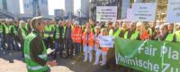 Patricia Peill spricht zu den Demonstranten vor der Jülicher Zuckerfabrik. Foto: privat