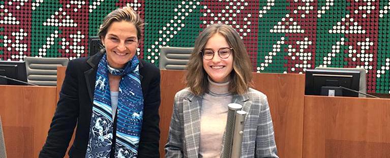 Patricia Peill und Praktikantin Larissa Selbach. Foto: PPP